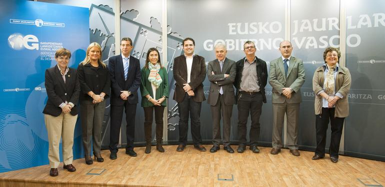 Los miembros del Consejo Rector de la Agencia Vasca de Cooperación al Desarrollo en Lehendakaritza