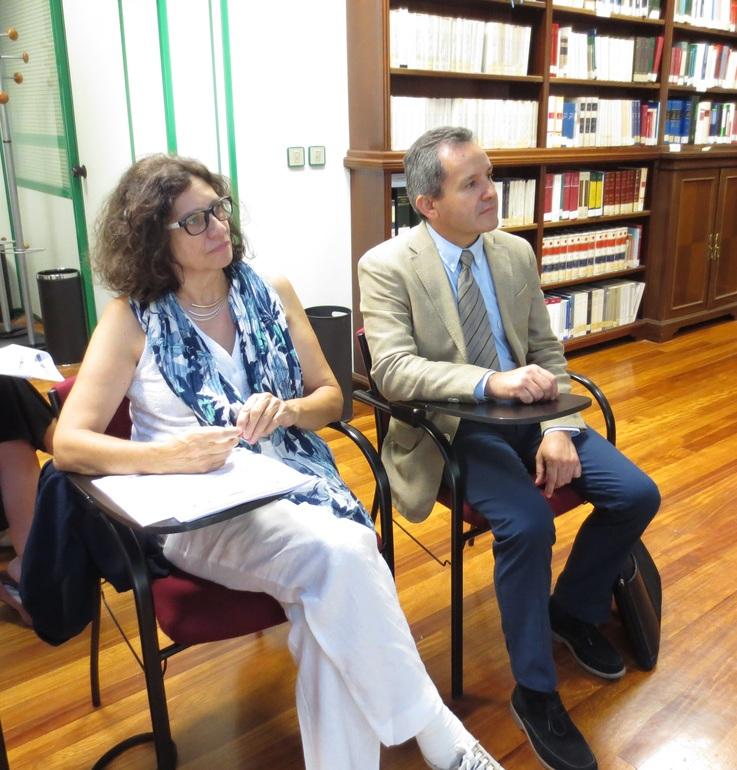 Manuel Valín, director de justicia y Pilar Heras i Trias directora general de ejecución penal y justicia juvenil, durante una sesión de trabajo