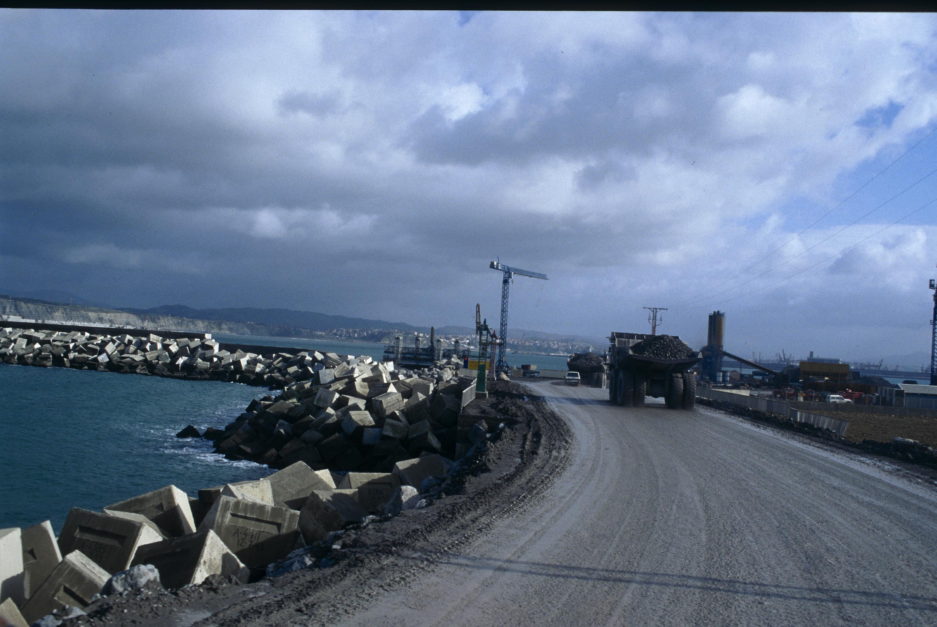19980111_01_0071_Puerto_de_bilbao.jpg