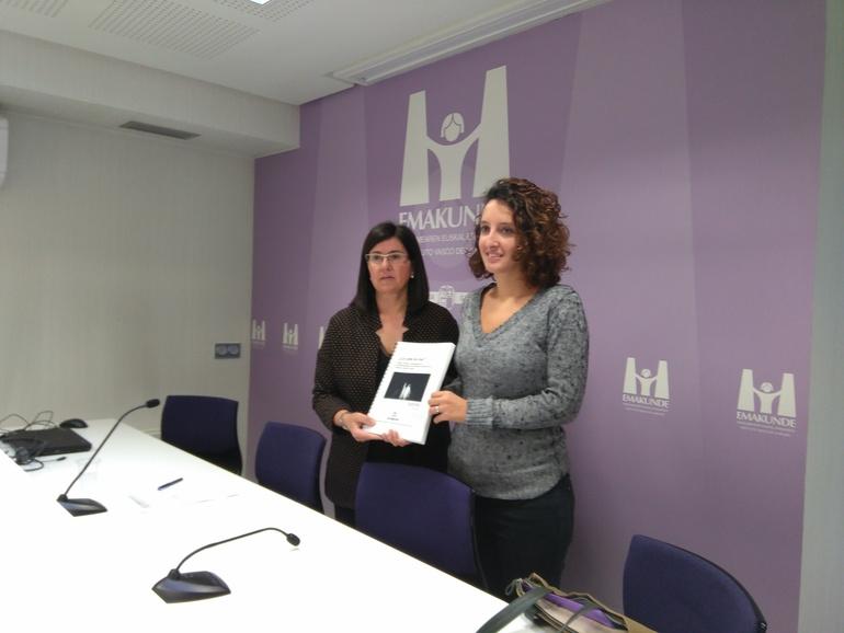 Izaskun Landaida, directora de Emakunde, y María Rodó, autora del estudio.