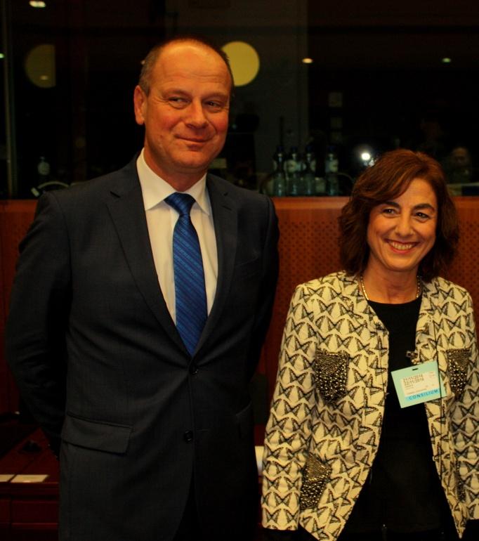 La Consejera Uriarte con el Comisario Europeo de Educación, Cultura, Juventud y Deportes, Tibor Navracsics.