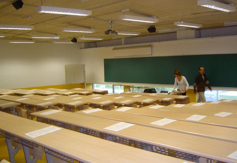 Aula preparada para dar inicio a una prueba de EGA, durante una convocatoria deanterior