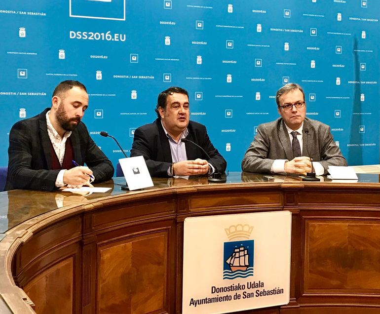 El consejero Retortillo, el diputado foral Denis Itxaso y el teniente de alcalde de San Sebastián, Ernesto Gasco