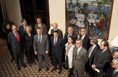 El Lehendakari, junto a los embajadores españoles de la UE
