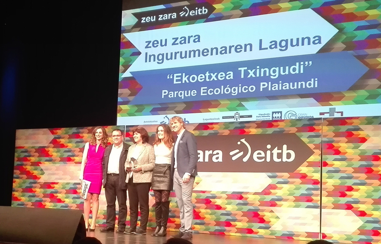 Elena Moreno y Jesús Losada recogen el premio