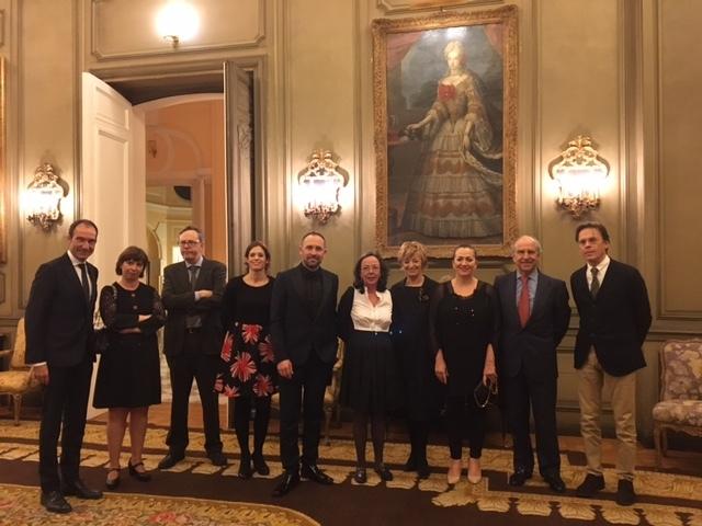 La viceconsejera de Turismo y Comercio, Isabel Muela, y la directora de Turismo del Gobierno Vasco, Maider Etxebarria han formado parte de la delegación que, encabezada por el presidente de la Fundación Balenciaga, Denis Itxaso