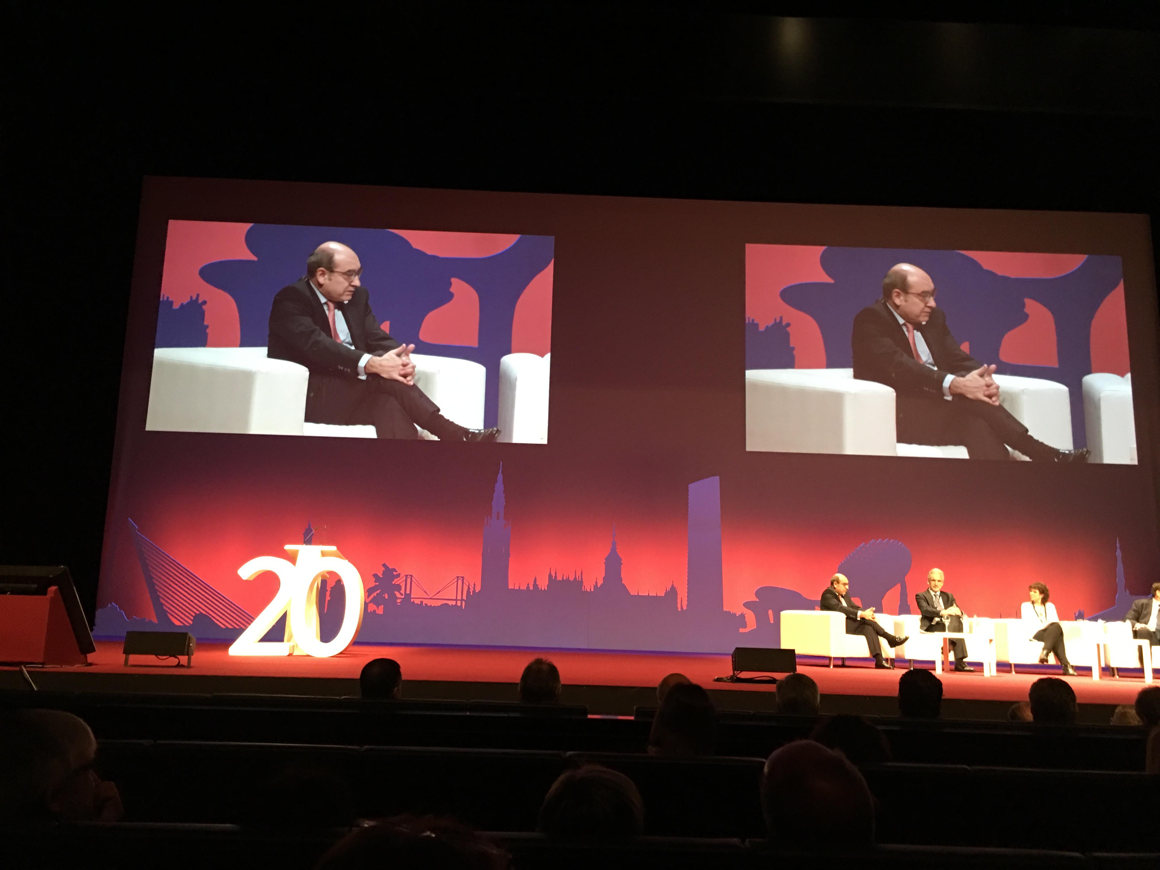 El Consejero de Salud, Jon Darpón, en un momento de su intervención en el Congreso de Sevilla.