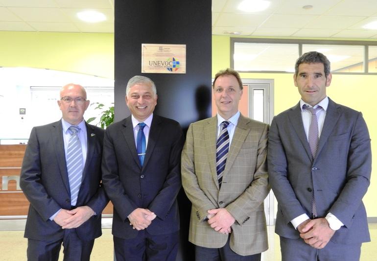De izquierda a derecha: Iñaki Mujika, director ejecutivo de Tknika;Shyamal Majumdar, director del centro Unesco-UNEVOC; Niko Sagarzazu, director de Planificación y Organización; Rikardo Lamadrid, director de Tecnología y Aprendizajes Avanzados