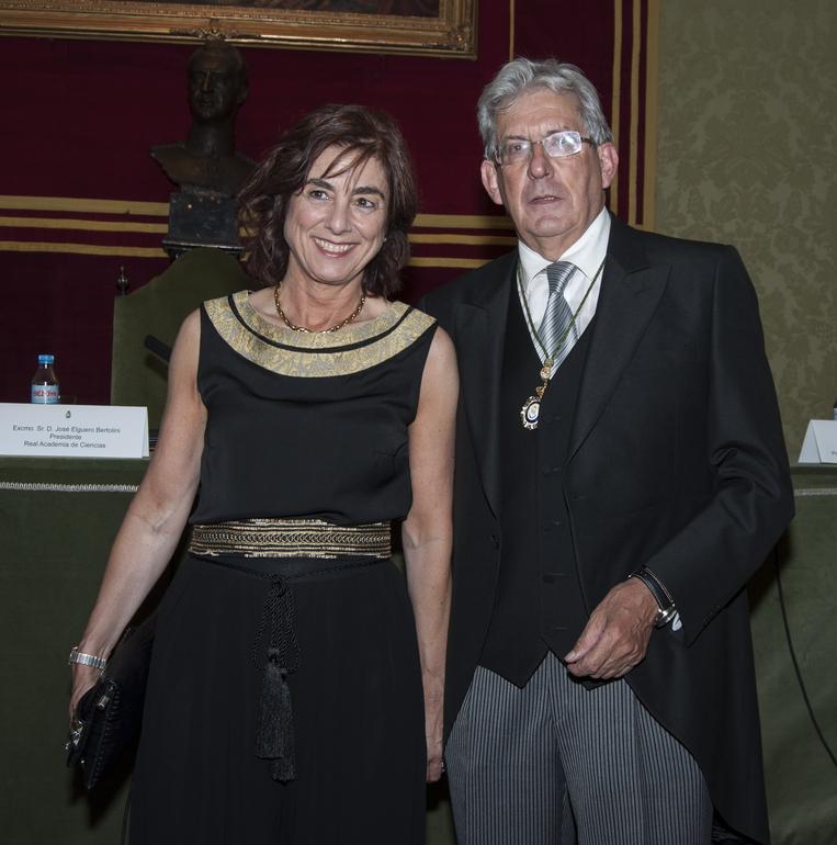 Cristina Uriarte y Pedro Miguel Etxenike, tras el acto de toma de posesión