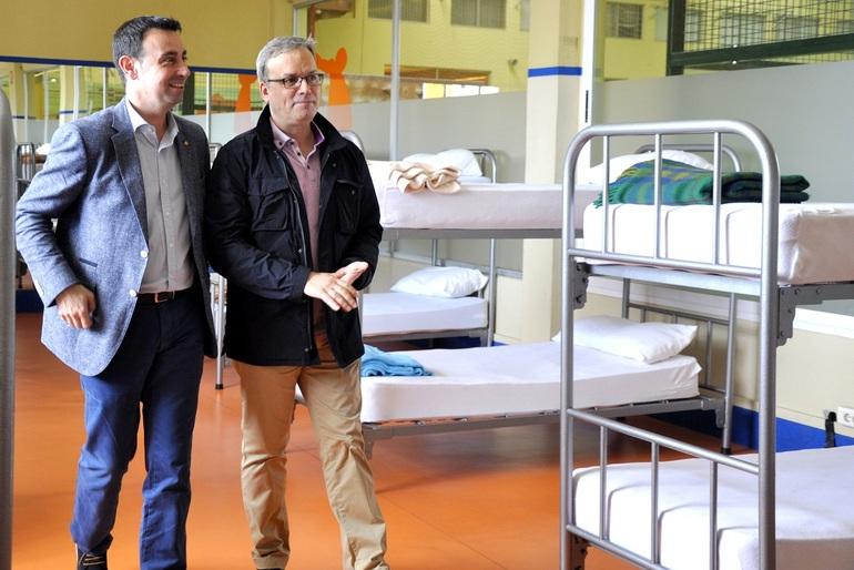 Mikel Torres y Affredo Retortillo en el nuevo albergue de peregrinos