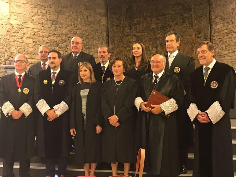 San José con los galardonados y algunos de los asistentes