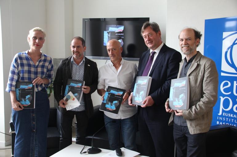 Miren Arzalluz, Enrique Azurza, Pio Pérez, Bingen Zupiria y David Azurza.