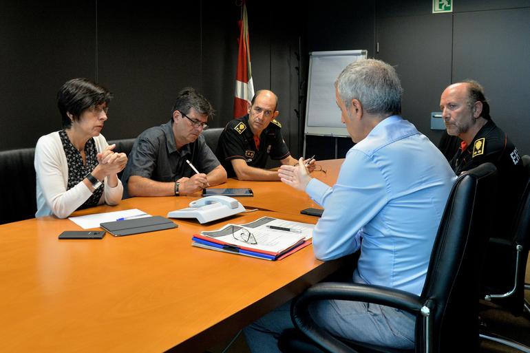 Jorge Aldekoa eta Josu Bujanda superintendenteak eta Juan Vicente Bilbao komisarioa.
