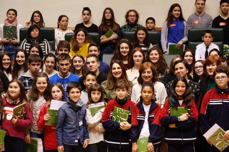 Cristina Uriarte, Eskola Kontseiluak antolaturiko ekimenean parte hartu duten ikasleekin