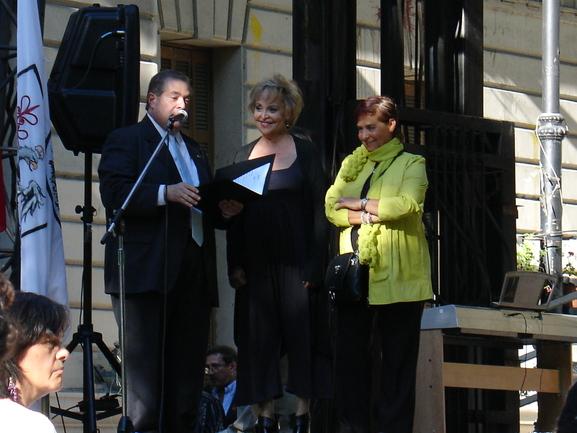 Elvira Cortajarena y Dolores Dominguez Salcedo en el escenario