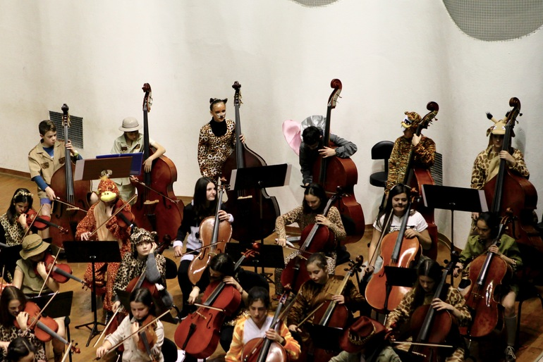 Integrantes de EIO Txikia, durante un concierto de carnaval el pasado año