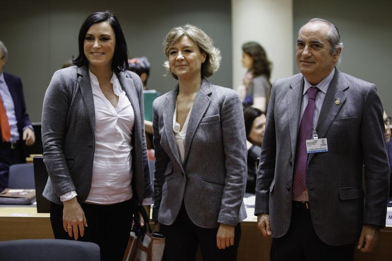 El consejero Arriola, con la ministra de Medio Ambiente, Isabel García Tejerina, y la secretaria de Estado, María García.