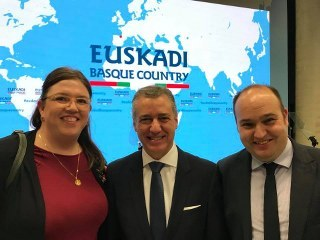 Annie Gavica (the president of the North American Basque Organizations - N.A.B.O), Iñigo Urkullu Lehendakaria and the director of the Office for the Basque Community Abroad, at the presentation of the update of the Strategy.