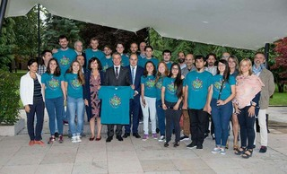 The young people that took part in Gaztemundu 2017 with the Lehendakari and the team of the Secretariat for Foreign Affairs of the Basque Government.