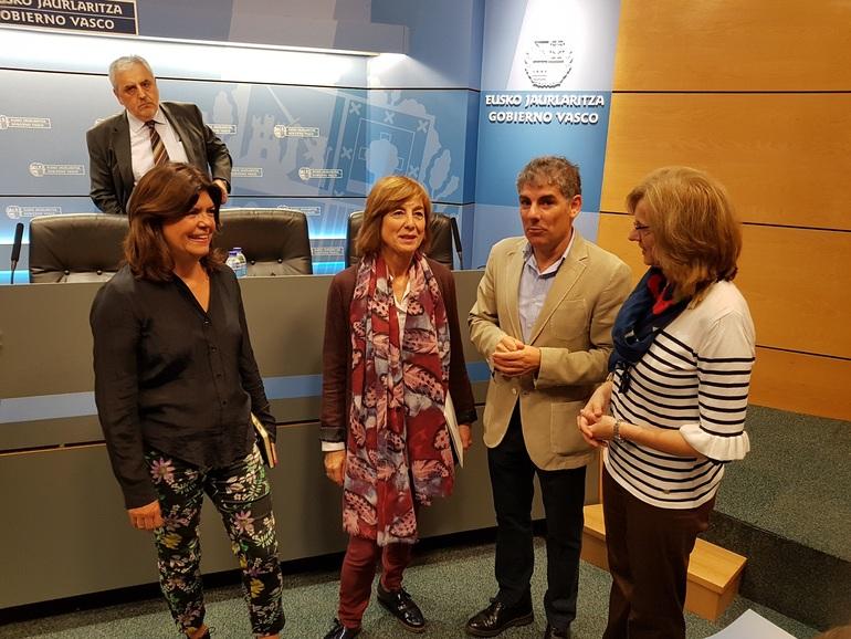 Cristina Uriarte y Maite Alonso, poco antes de dar inicio al encuentro