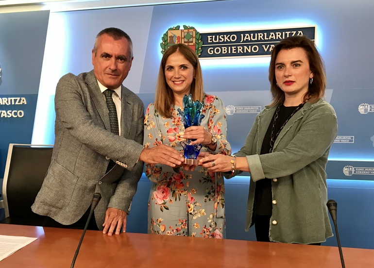 Javier Goienetxea, Mª Jesús San José eta Rosa Lavin