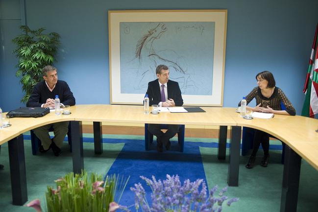 Lehendakaritzaren Idazkari Nagusiak Manu Salinero eta Euskadiko GGKEen koordinakundeak bilera izan dute