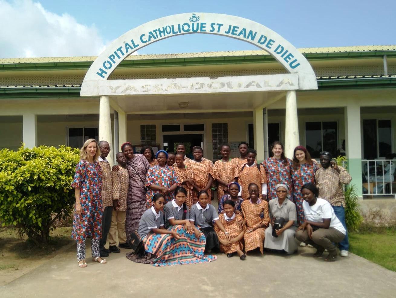 08_08_18_Maddi_Marko_e_Izaskum_Tejada_en_Camerun_con_las_Hermanas_Hospitalarias__1_.jpg