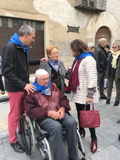 Ernesto Sainz Lanchares y Beatriz Artolazabal con el matrimonio mayor de Agurain