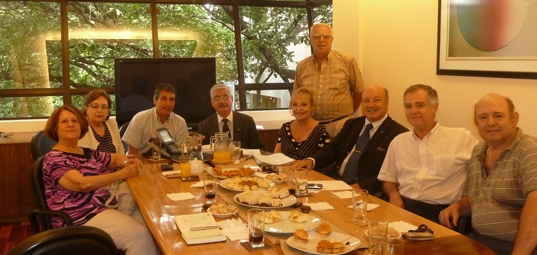 Con la Comisión Directiva de la euskal etxea de Asunción