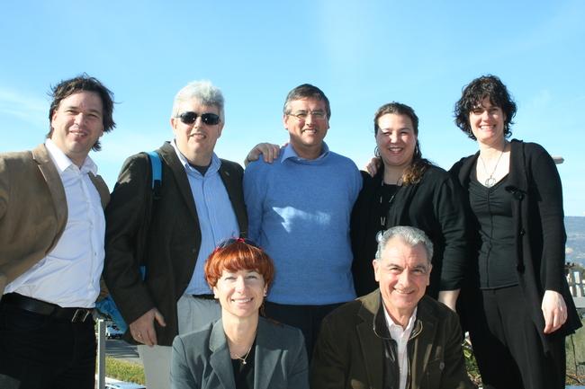 (de izquierda a derecha) Xabier Irujo, Universidad de Reno, Nevada; Xosé-Manoel Nunez-Seixás, Universidad de Santiago de Compostela; Óscar Álvarez, UPV; Andrea Bidart-Oteiza y Begoña Echeverria del grupo NOKA