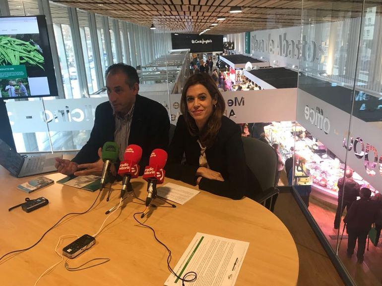 MAIDER ETXEBARRIA Y ELOY DIEZ DE FORONDA PRENSENTAN EL PROGRAMA DE VISITAS AL MERCADO DE ABASTOS
