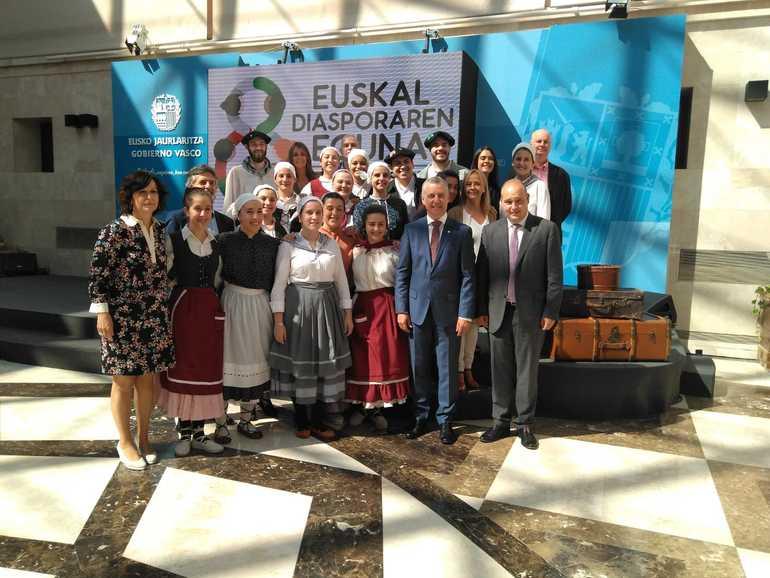 Los participantes en la edición del año pasado de Gaztemundu con el Lehendakari Iñigo Urkullu.