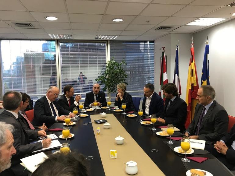 Desayuno de trabajo con las empresas vascas implantadas en Chile, en la Delegación de Euskadi en Santiago.