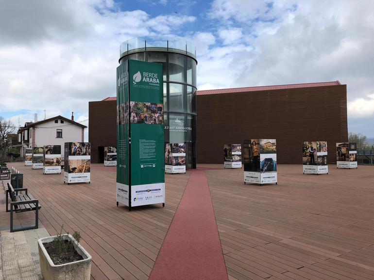Exposición Berdearaba en Agurain