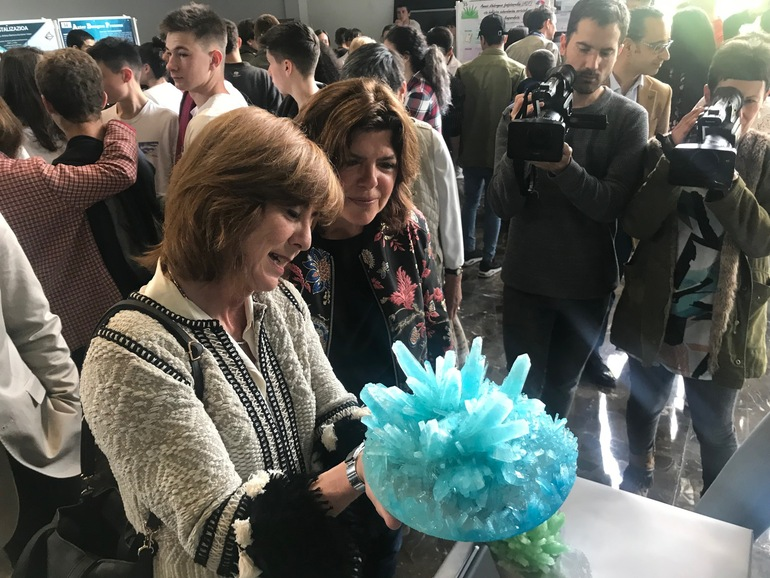 Cristina Uriarte y Maite Alonso han visitado los stands del alumnado participante en el concurso