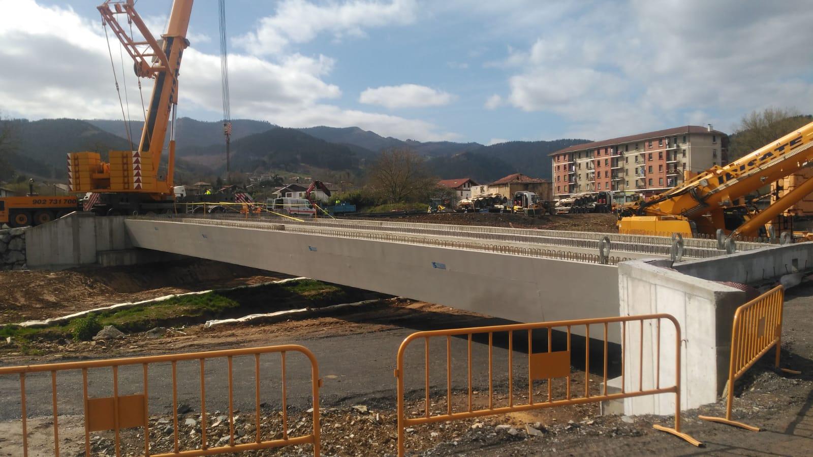 Aretxagako_zubia_berria_eraikitzen_-_Construyendo_el_nuevo_puente_de_Aretxaga.jpg