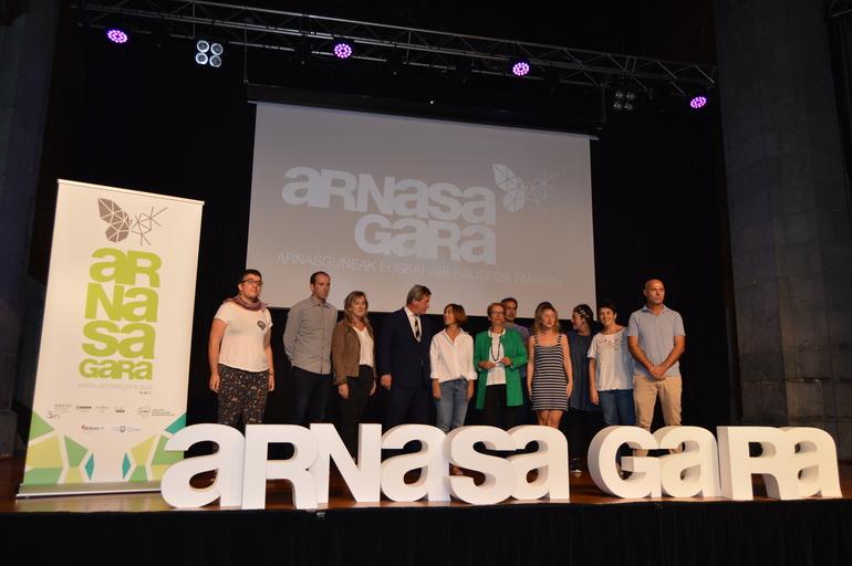 A la presentaciasistido las alcadesas y alcaldes de Abaltzisketa, Aia, Itziar, Aramaio, Lekeitio y Azpeitia.