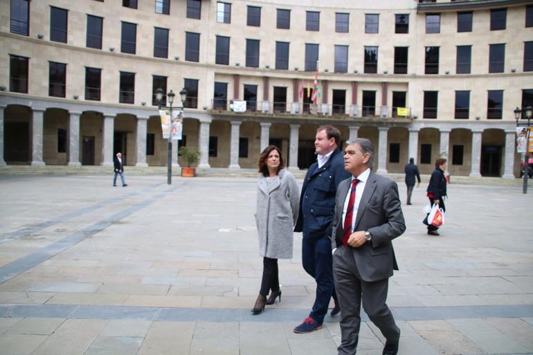 Argazkia, archivo: Ander Añibarro juntop a Beatriz Artolazabal y Marcos Muro
