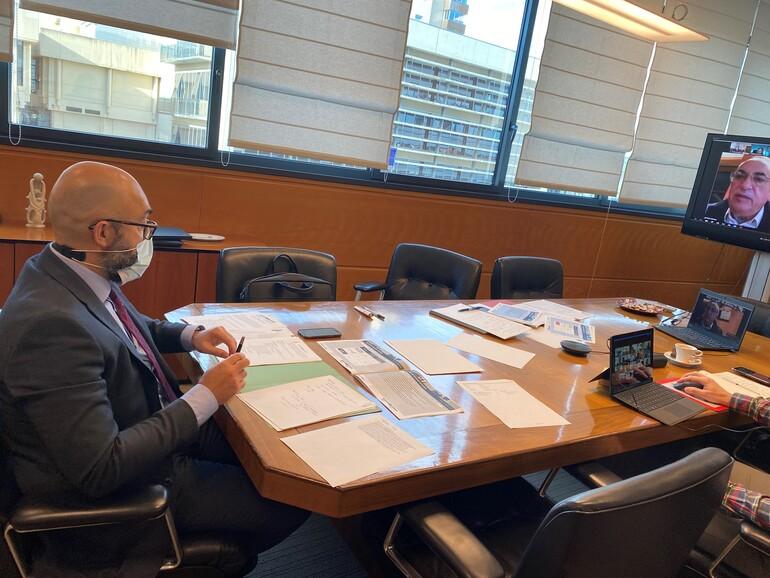 El consejero Iñaki Arriola y el viceconsejero de Transportes, Pedro Marco, durante le reunión telemática de la ATE.