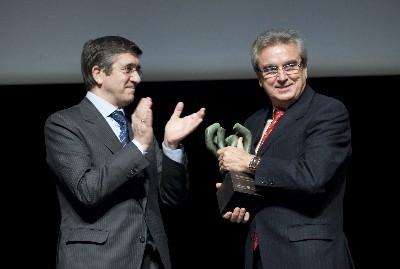 El Lehendakari entrega el Premio Euskadi de Turismo a la Federación de Hostelería del País Vasco