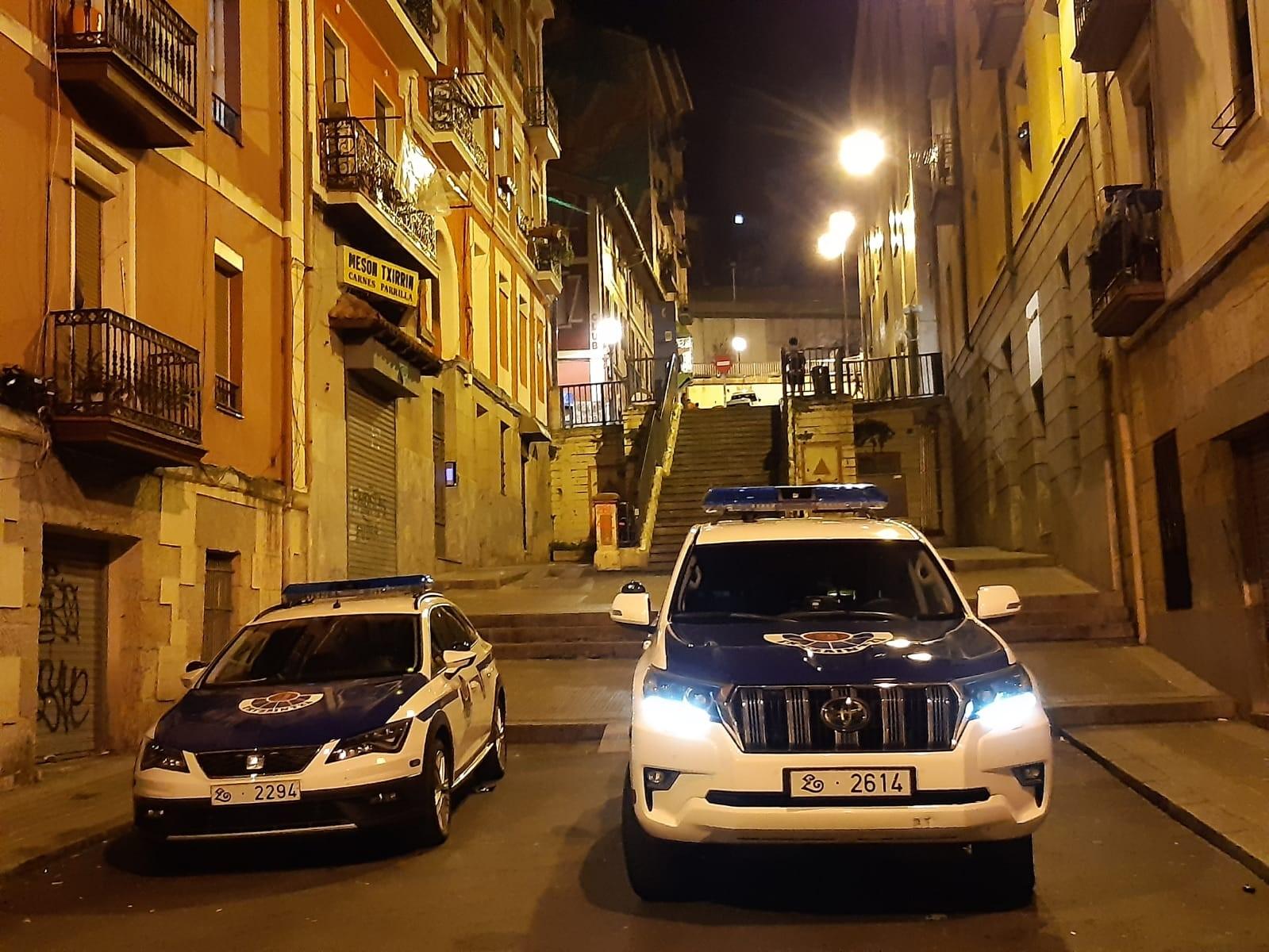 Coche_patrulla_noche_sin_matricula.JPG