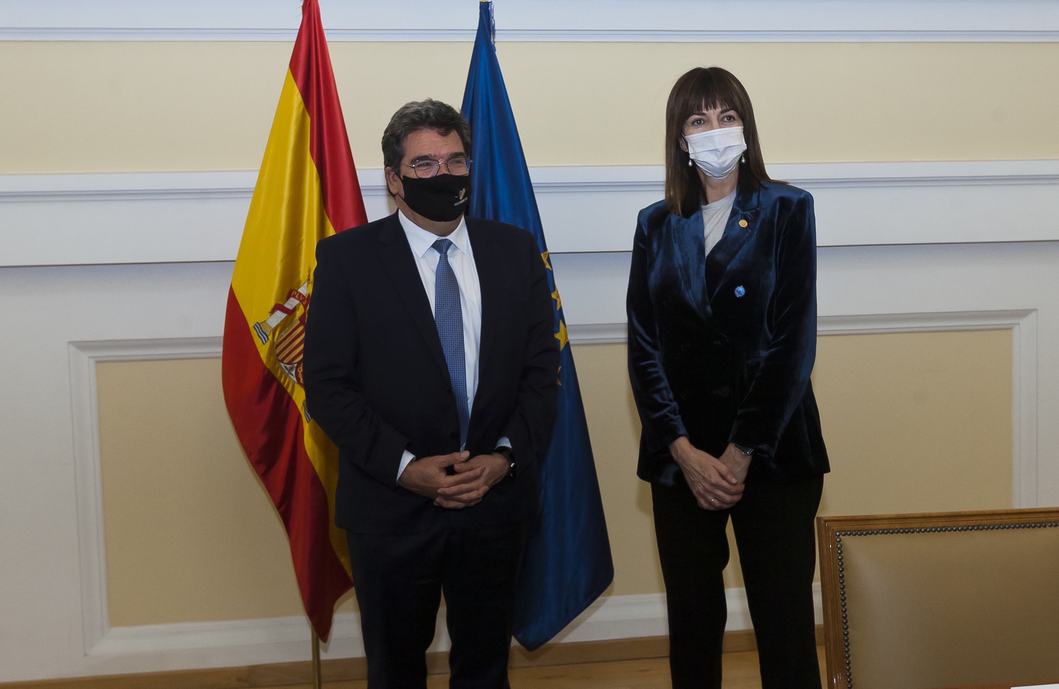 La vicelehendakari cierra con el ministro Escrivá el grupo de trabajo que avanzará en la transferencia del IMV