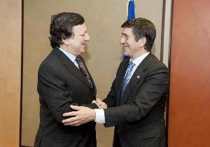 El Lehendakari saluda a José Miguel Durao Barroso