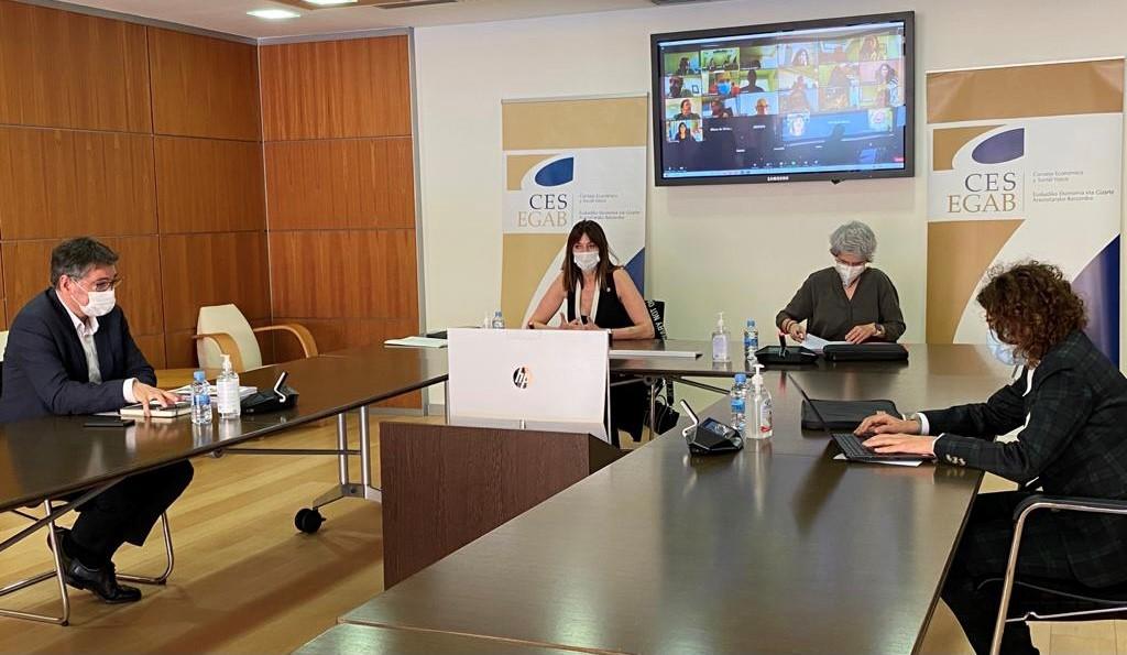 La Vicelehendakari explica ante el CES las oportunidades de empleo que ofrece la Estrategia Vasca 2030 y las herramientas para que sea de calidad