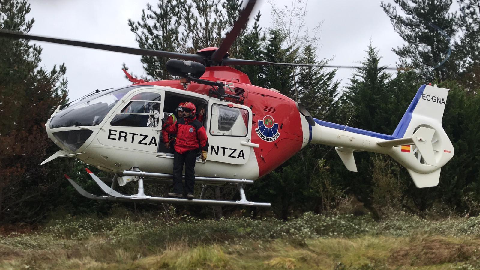 Los Servicios de Emergencias de Euskadi rescatan a un ciclista accidentado en Elduain