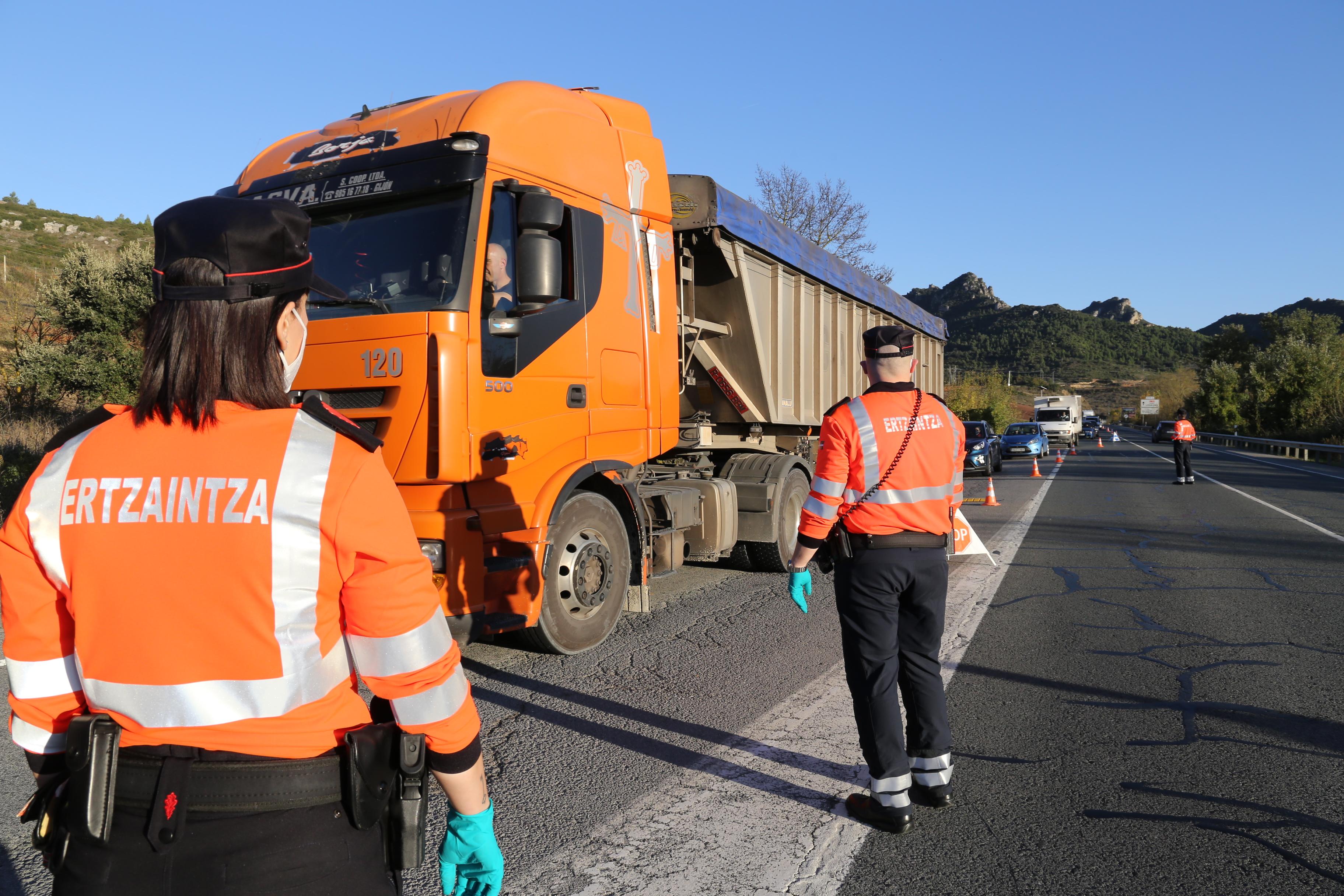 La Ertzaintza reforzará la inspección del peso en camiones