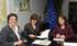 La Consejera Unzalu y la Delegada de Euskadi para la UE, Marta Marín, junto a la Comisaria Damanaki en un momento de la reunión mantenida en la sede de la Comisión Europea