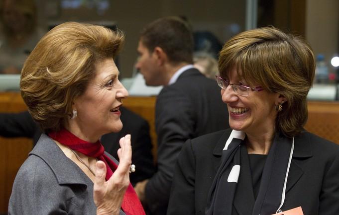 Comisaria Europea A. Vassiliou y la Consejera Urgell antes de iniciar el Consejo de deporte