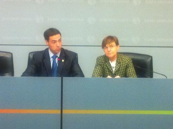 Consejera de Empleo y Asuntos Sociales y el Diputado de Promoción Económica de Bizkaia