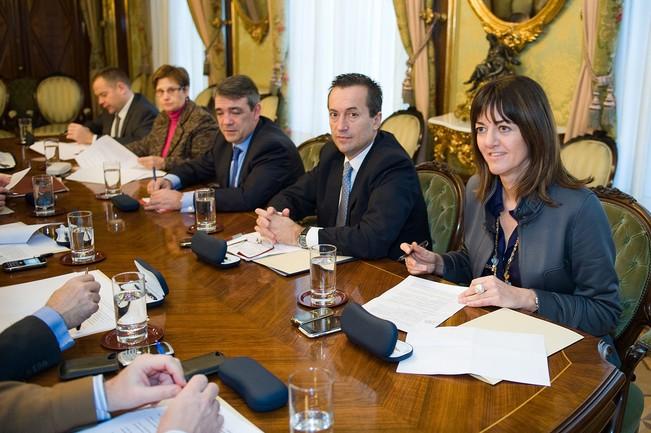 Idoia Mendia, junto a otros consejeros de Justicia en su reunión de hoy, en Pamplona.